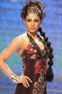 Fashionable-Priyanka-Chopra