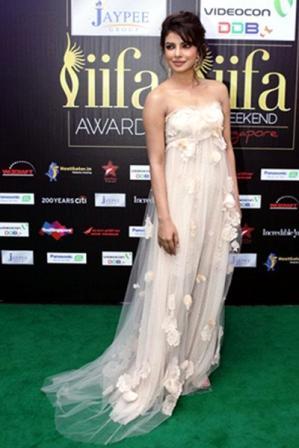 Priyanka_Chopra_at_IIFA_Awards_2012