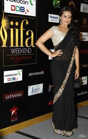 Sonakshi_-Sinha_at_IIFA_Awards_2012.jpg