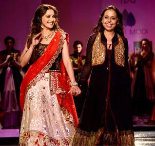 Madhuri_and_Anju_Modi_at_Delhi_Couture_Week
