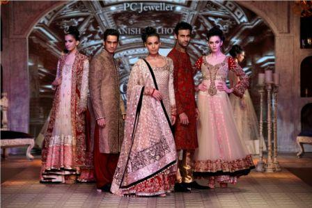 Manish_Malhotra_at_Delhi_Couture_Week
