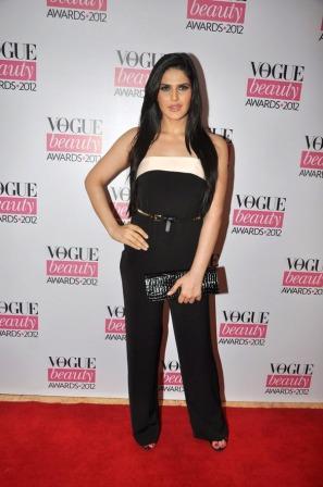 Zarine_Khan_at_Vogue_Beauty_Awards_2012