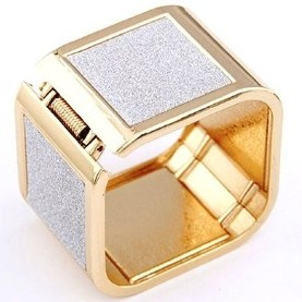 Golden Touch Square Bangle Crunchyfashion